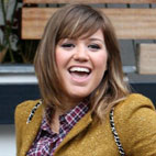 Kelly Clarkson Covers The White Stripes' 'Seven Nation Army'