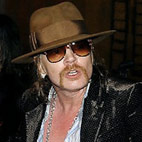 Axl Rose Apologises To Fans