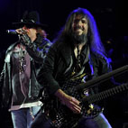 Guns N' Roses Guitarist Advises Young Bands To Be Punctual